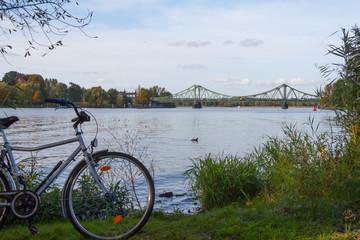 Glienicker Brücke mit Fahrrad