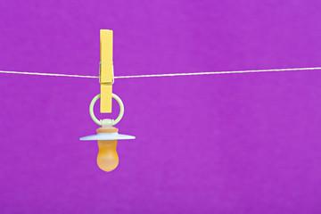 Bunter Baby-Schnuller für Jungen und Mädchen