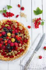 Tart with cream and fresh berries