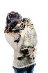 femme et chat des foret norvégiennes