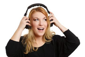Frau hat Spaß mit Kopfhörern