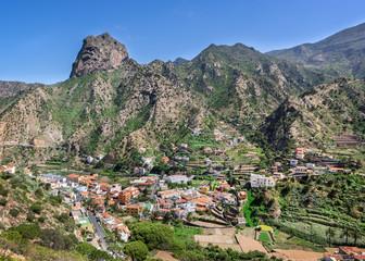 Vallehermoso mit dem Roque El Cano auf La Gomera