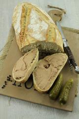 mousse defoie sur tartines de pain