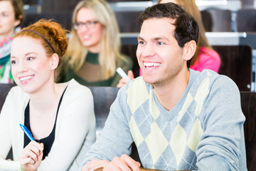 Studenten im Uni Hörsaal