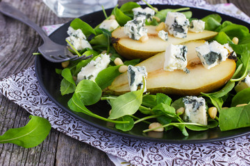 salad with pears, arugula, blue cheese and pine nuts