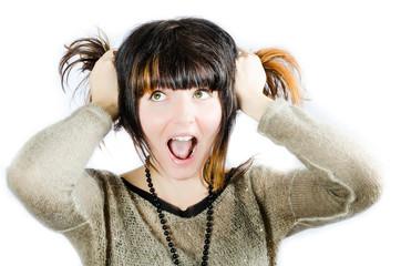 femme se tire les cheveux