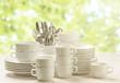 Geschirr, Besteck, Stapel, weiß lasierter Holzgrund, lens flare  - 80505101
