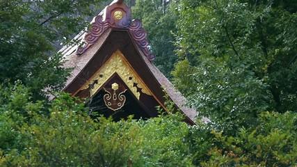 京都・下鴨神社の糺の森にたたずむ本殿