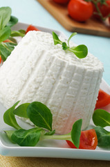 Ricotta e verdure, close-up, fuoco selettivo