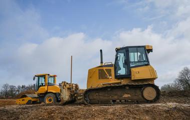 Straßenbau - Baumaschinen, Planierraupe und Straßenwalze