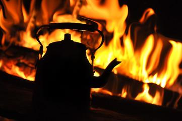 Kamp ateşi ve çay...