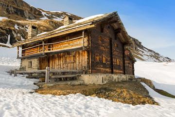 traditionelle Berghütte im Graubünden