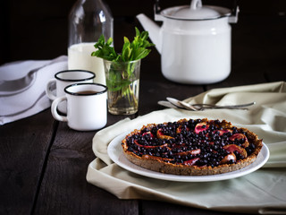 blackcurrant pie with apples