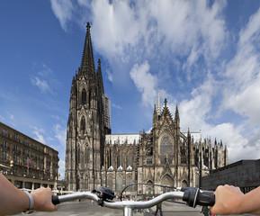 Kölner Dom mit Fahrrad