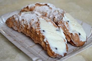 sicilian dessert cannoli