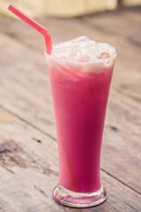 stawberries milk
