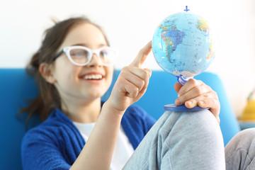 Wakacyjny plan podróży , dziecko planuje podróż