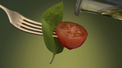Olive oil on the tomato