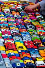 Viele bunte Spielzeugautos