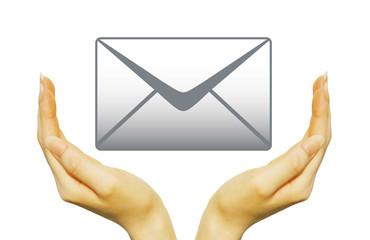 メールと女性の手