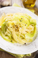 Pasta with zucchini, lemon and pepper