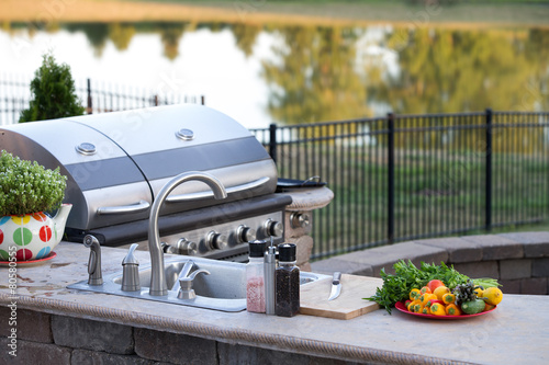 Aluminium Tuin Preparing a healthy meal in an outdoor kitchen
