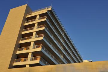 edilizia - nuovo palazzo in costruzione - Milano