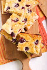 Apple and berry traybake