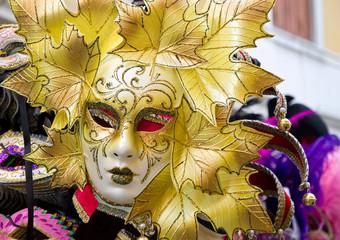 Maschera veneziana in giallo