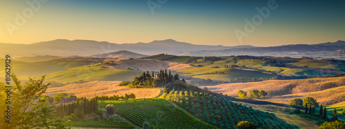 Fotobehang Tuscany landscape panorama at sunrise, Val d'Orcia, Italy