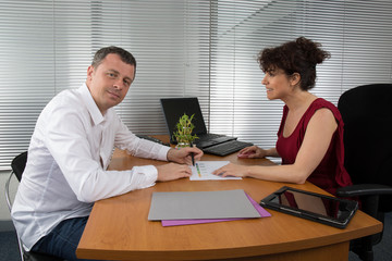 Two people holding a meeting to draw up the results