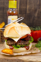 Hamburger mit Bacon
