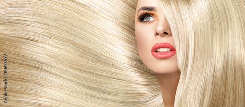 obraz lub plakat Portret damy z fryzurą prostym i krzaczaste