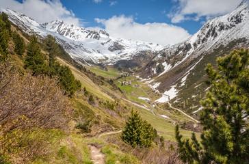 Gebirgstal in Südtirol