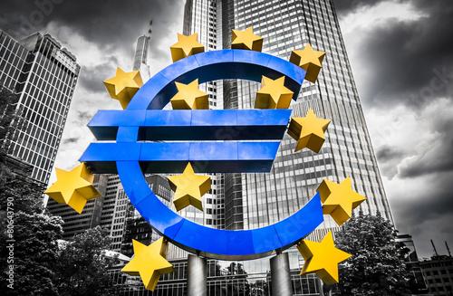 Leinwanddruck Bild Euro sign with dark dramatic clouds symbolizing financial crisis