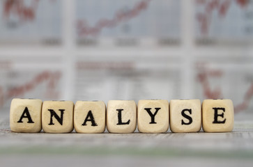 Analyse mit Buchstabenwürfeln geschrieben
