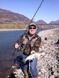 pescatore con trota iridea