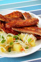 Свиные запеченные ребрышки с картофельным салатом