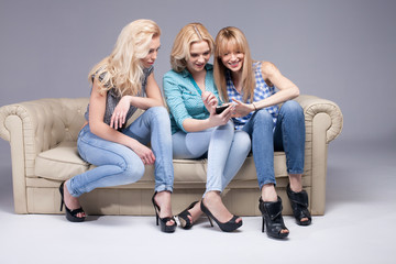 Three girls with smartphone.