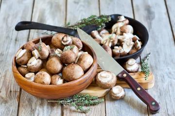 Mushrooms in bowl and pan