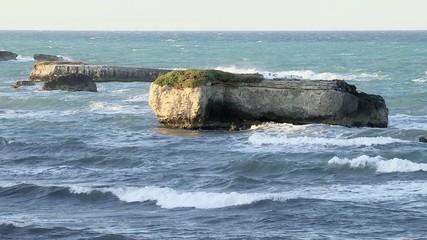 Rocce in mezzo al mare