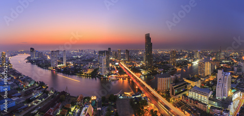 Aluminium Overige River in Bangkok city with high office building in night time