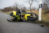 Verunfalltes Motorrad - Motorradunfall - 80672709