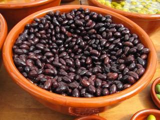 Aceitunas negras en el mercado
