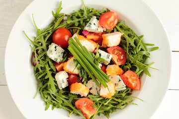 Fresh rucola, tomato, chive and mildew cheese with chicken