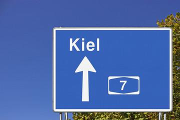 Schild A7 Richtung Kiel