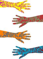 braccia e mani con tatuaggi