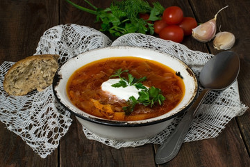 Borsch with sour cream and whole wheat bread