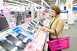 Woman buys a digital tablet - 80733145