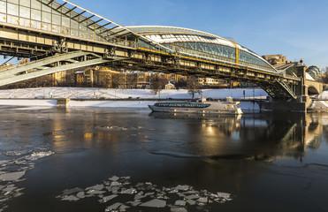 Город Москва. Пешеходный мост Богдана Хмельницкого.